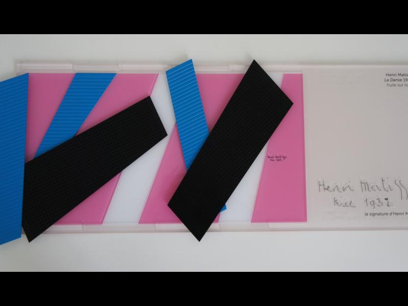 Les bandes de couleurs sont des bandes de papiers colorés.