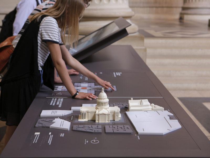 Station tactile Panthéon , Maquette du monument et ses environnements et plan tactile 2017