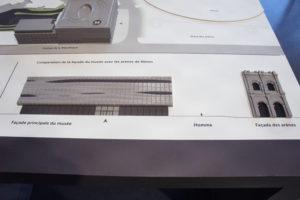 Station tactile avec maquette du Musée de la Romanité. un zoom sur la façade orientée vers les arènes permet de bien identifier le niveau de détails, et l'échelle.