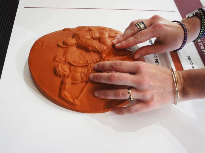 Le médaillon de Cavillargues, Musée de la Romanité de Nîmes. Dispositif sensoriel accessible tout public